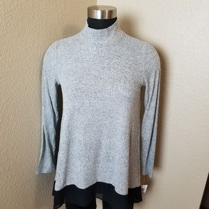 New Style Co Great Outdoors Gray Top Petite